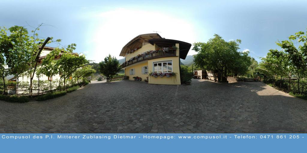 Mandlhof court