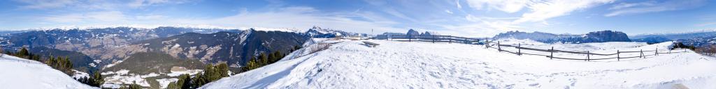 Panche delle streghe sulle Alpe di Siusi
