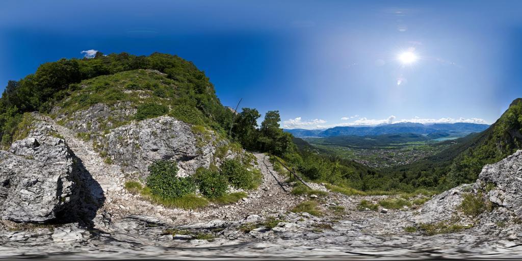 Vista sul lago di Caldaro dal sentiero della Mendola