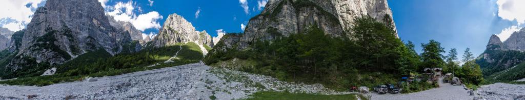 Alpine hut Croz dell'Altissimo