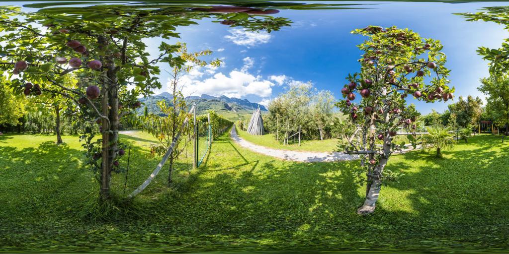 Prato e parco giochi Residence Roland