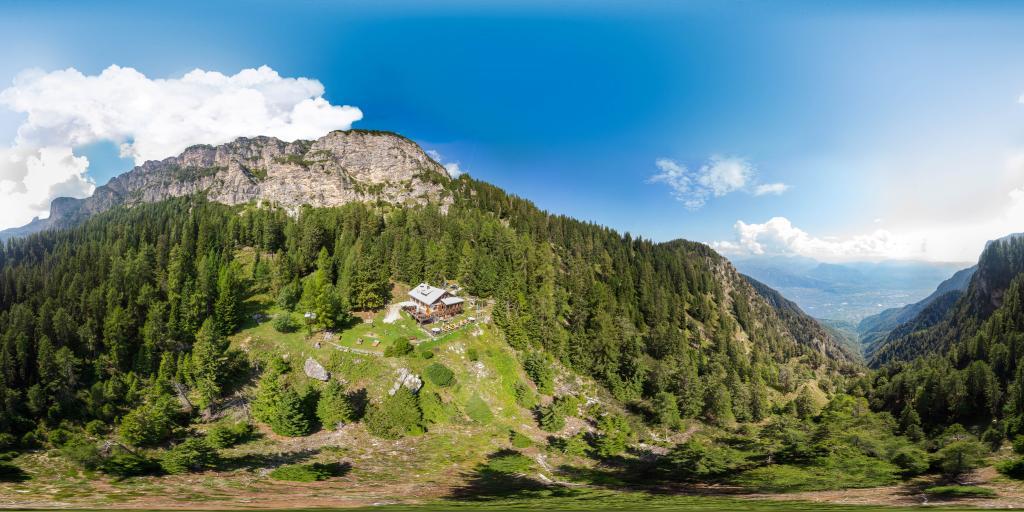Überetscher Hütte mit Blick auf Tramin